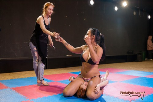 FightPulse-FW-67-Zoe-vs-Foxy-facesit-indulgence-321.jpg