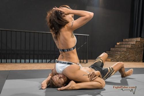 FightPulse-NC-152-Ali-vs-Andreas-facesit-onslaught-270-seq.jpg