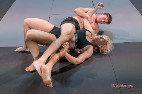 FightPulse-MX-146-Buffy-vs-Karel-188.jpg