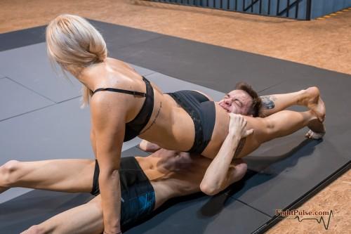 FightPulse-NC-165-Scarlett-vs-Viktor-050-seq.jpg